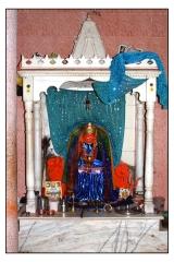 मंदिर मे मां टपकेश्वरीजी की प्रतिमा